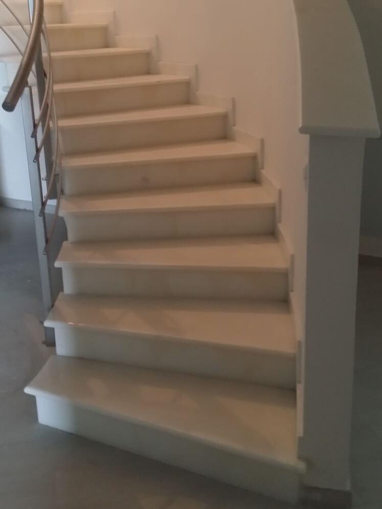 Scala sagomata in villa padronale la quattro marmi e graniti - Scale di marmo ...