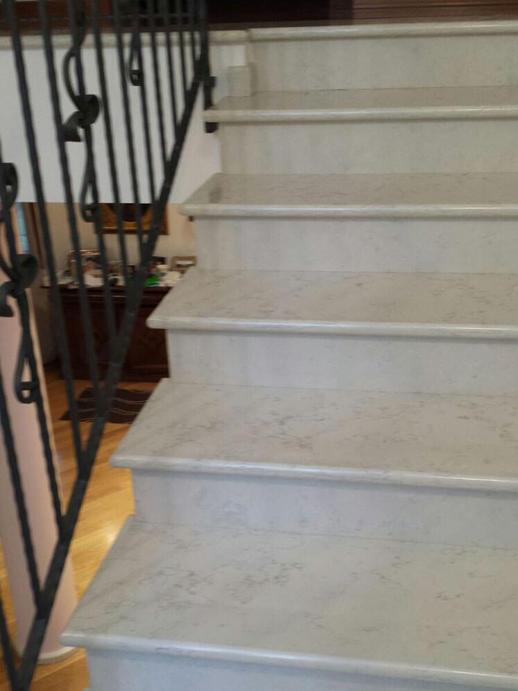 Scala interna in villa padronale la quattro marmi e graniti for Marmi scala