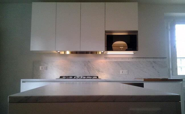 spazzolatura-cucina-bianco-carrara
