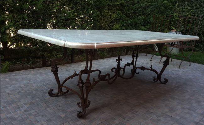 tavolo-su-supporto-forgiato-basso
